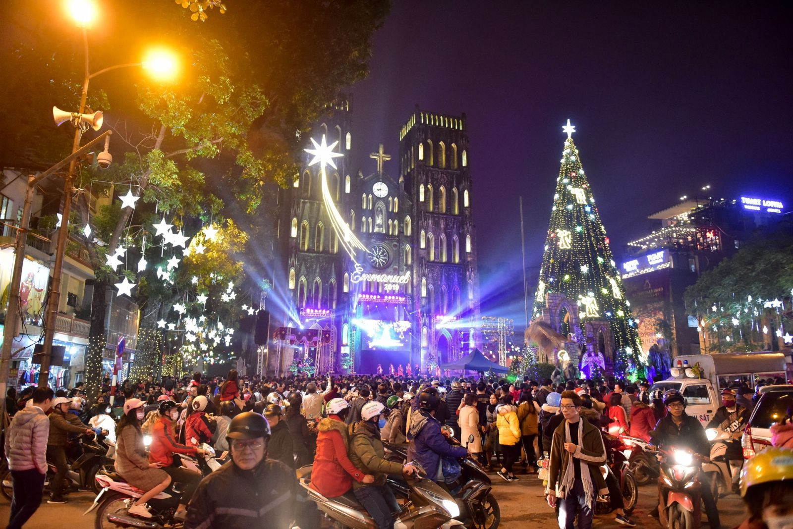 Crowded Christmas in Vietnam