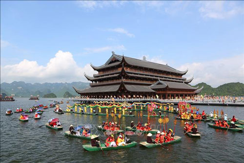 Birth-Ceremony-of-Lord-Buddha---Tam-Chuc-pagoda-lake