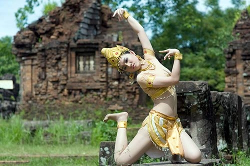 The soul of rock is reconstituted with Apsara dancing