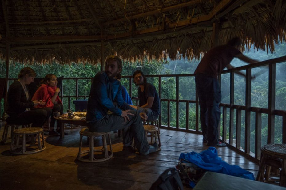 dinner-tree-house-gibbon-experience-laos