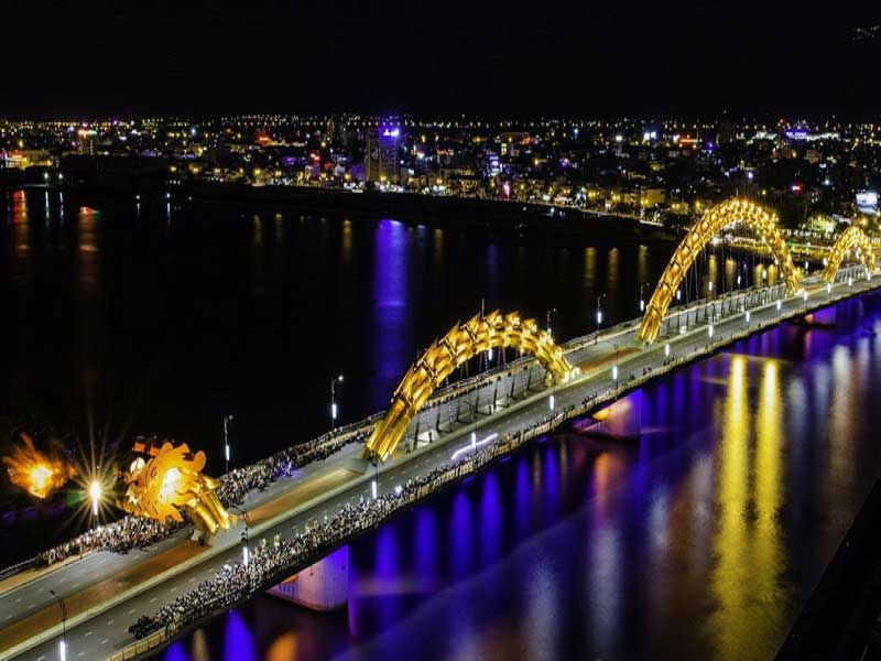 dragon_bridge_in_Da_Nang