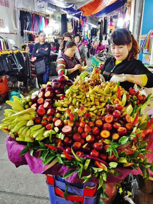 fruit-stall-in-hanoi-night-market