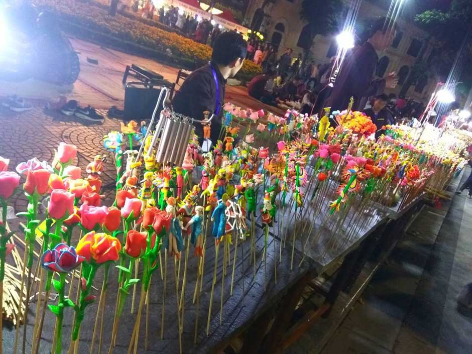 handcrafted-clay-figures-in-hanoi-night-market