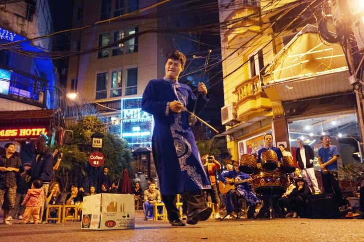 street music in hanoi night market