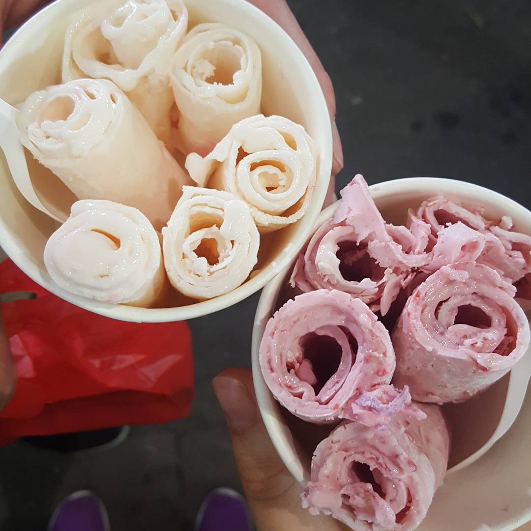 ice-cream-roll-in-hanoi-night-market