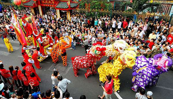 lion_dance_in_tet_holiday