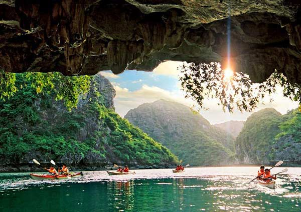Seeing from outside, Luon cave looks like a giant bowl that is turned down to the sea surface.