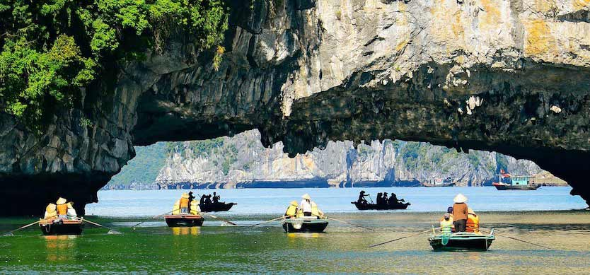 Kayak through Luon Cave