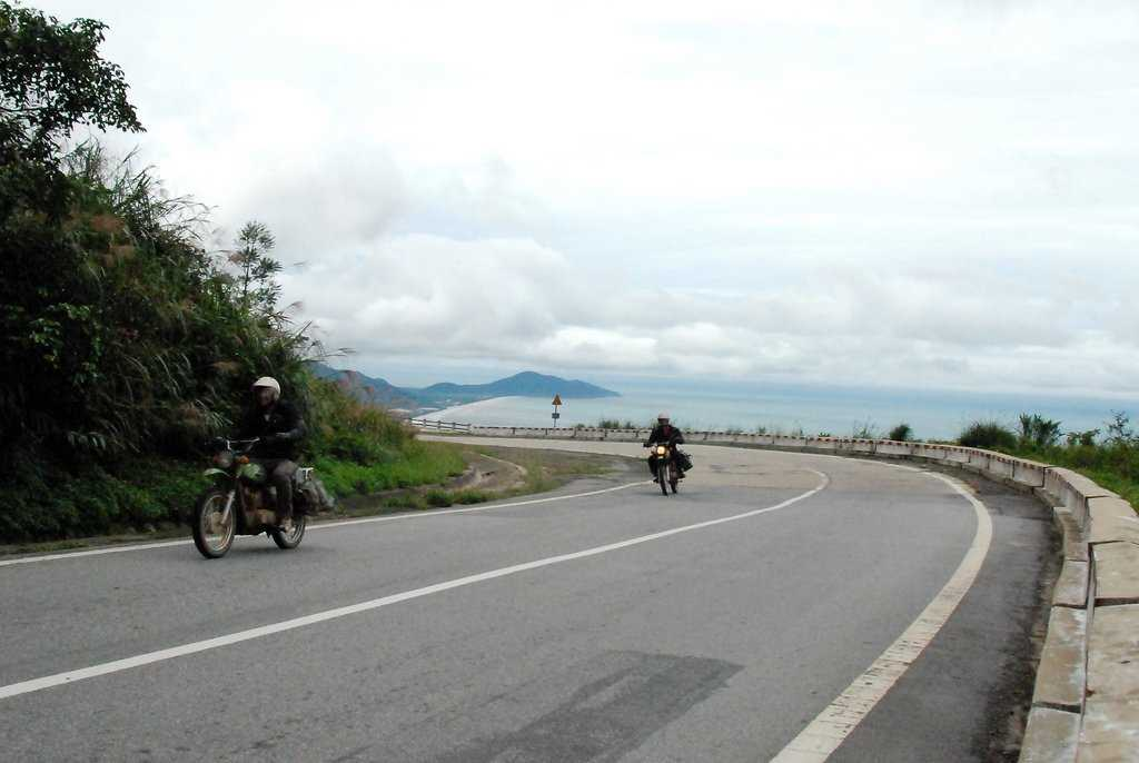 road_to_bana_hill_the_golden_bridge_Vietnam