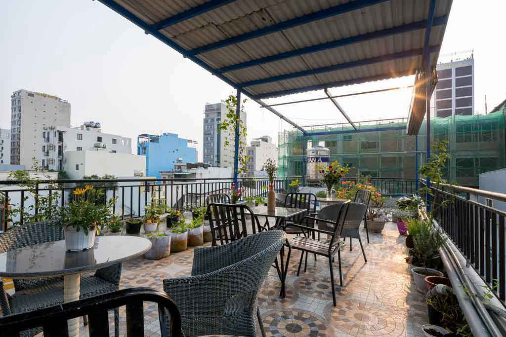 Everyone can enjoy the rooftop garden with a space to relax, a great place for the whole group to organize a BBQ.