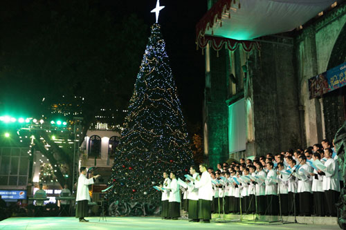 stain_cathedral_hanoi_xmas_eve
