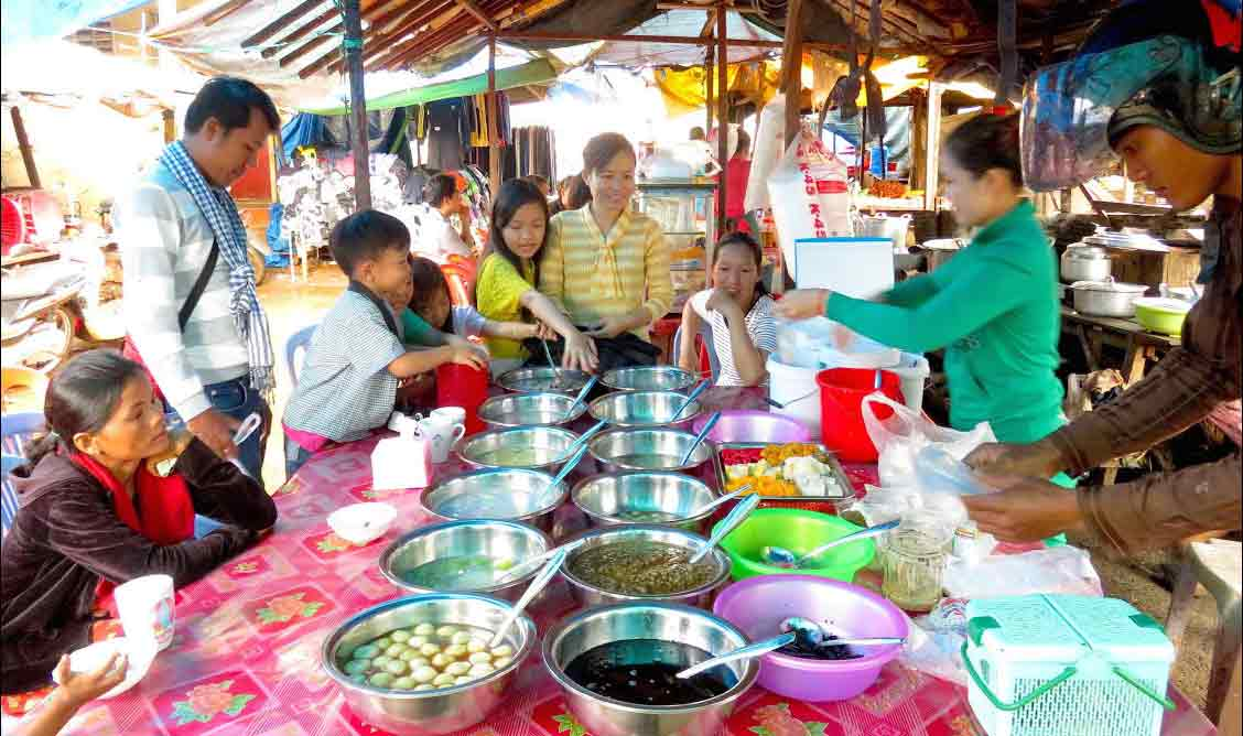 Taste the delectable food street in Banlung