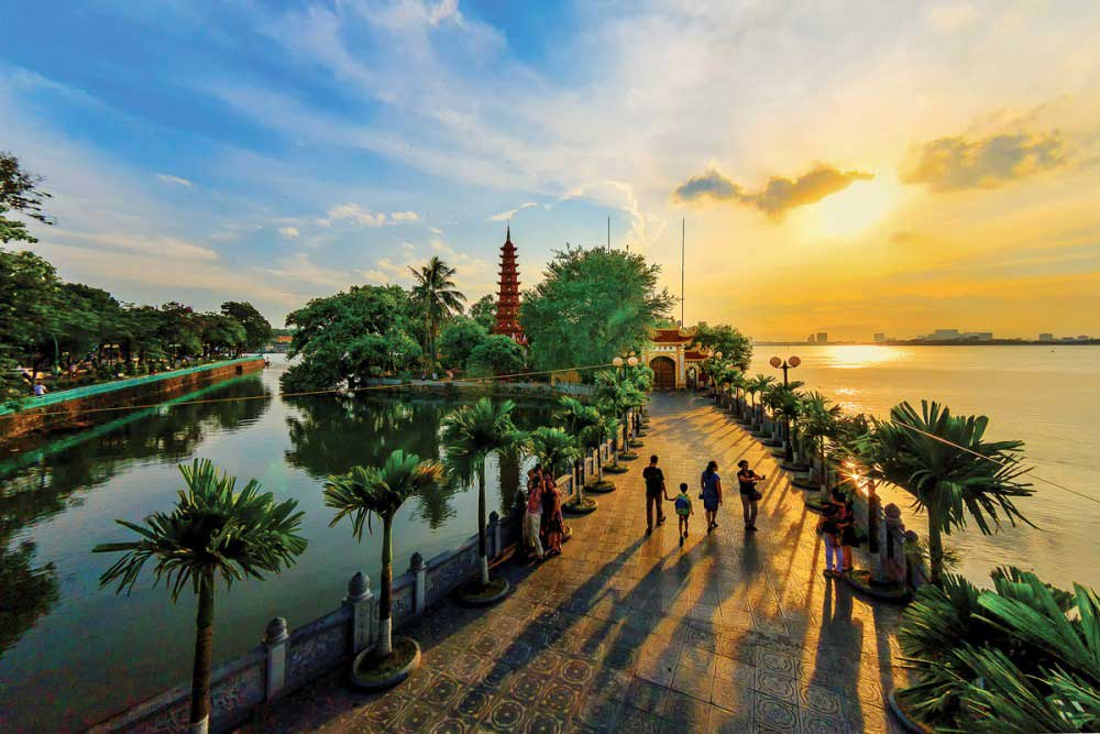 tran_quoc_pagoda_in_sunset