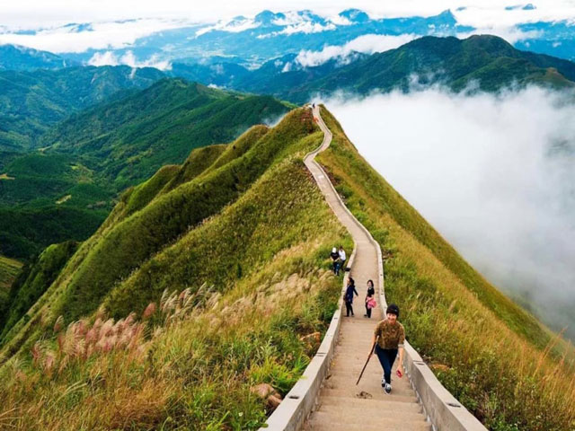 """Travelers love """"The Great Wall of China"""" in Vietnamese versions"""