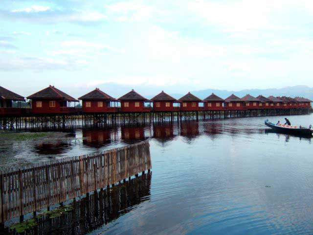 Inle Lake of the world balancing masters