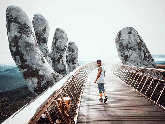 Guide to visit Vietnam Golden Bridge (Giant Hand Bridge) at Ba Na hills