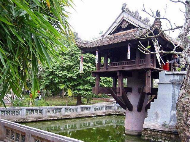 VIETNAM IN HONEYMOONERS' EYES