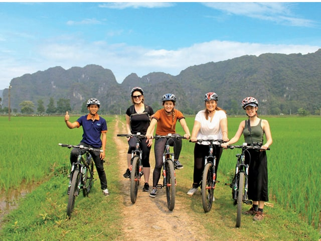 A Day To Hoa Lu And Tam Coc