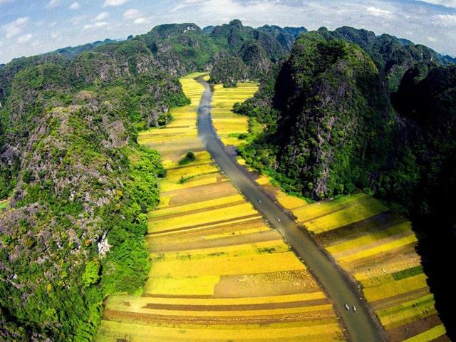 Day Tour To Hoa Lu And Trang An