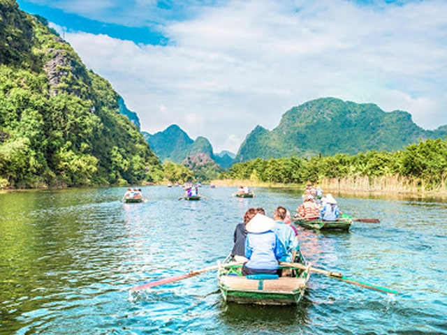HONEYMOONERS DEEP IN THE NORTH OF VIETNAM