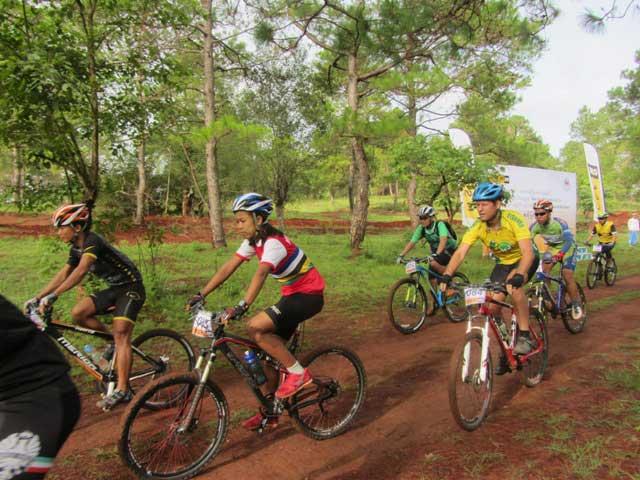 SOUTHERN MYANMAR ON THE BIKE