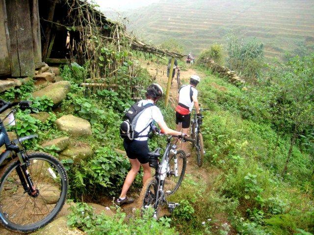 TREKKING AND BIKING TOUR IN SAPA