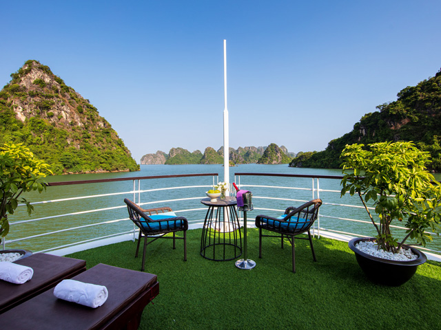 MON CHÉRI 5-STAR CRUISES ON LAN HA BAY
