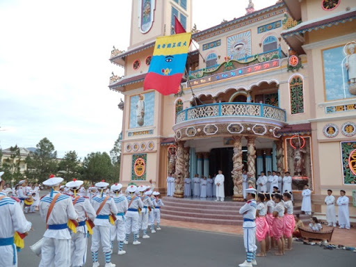 Day Trip To Tay Ninh Holysee And Cu Chi Tunnel