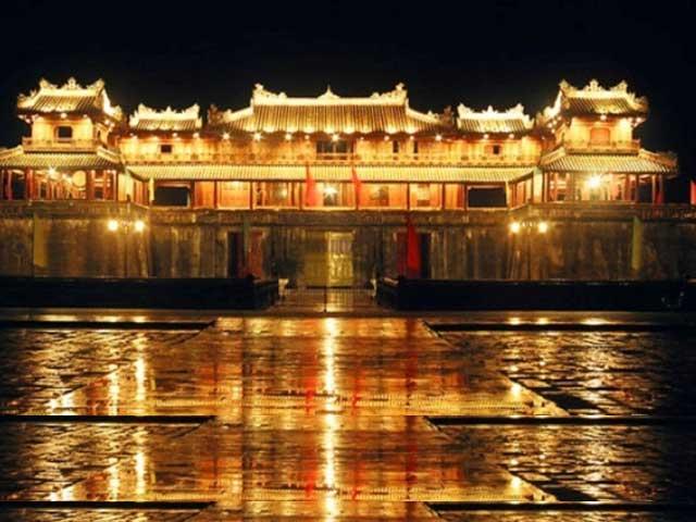 Boat trip & Dinner on perfumer river