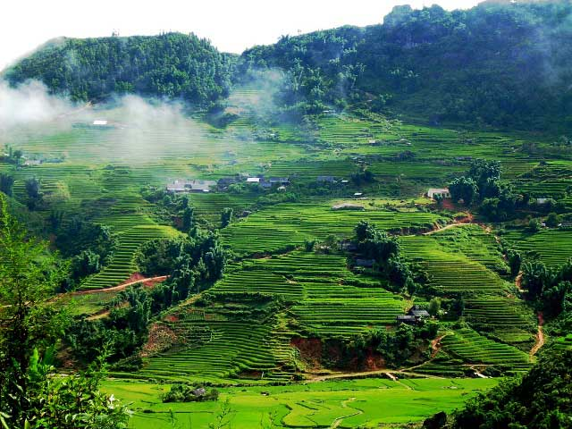 SAPA WITH MOUNTAINS