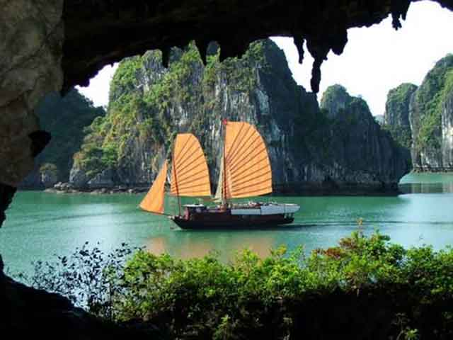 Day Cruise In Ha Long Bay