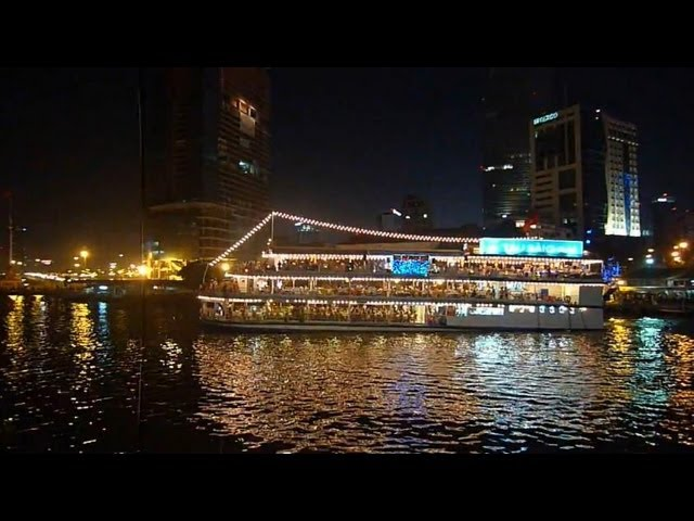 CRUISE DINING ON SAIGON RIVER