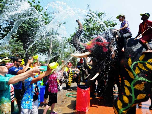 BUDDHIST LANDS' FESTIVE DAYS